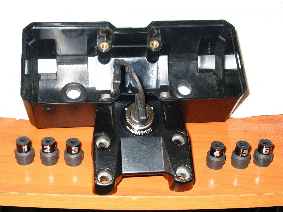 Benelli 750 sei 76 model restoration.-instruments-case.jpg