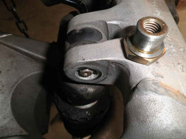 Changing rear shock spring-shocktopmnt1.jpg